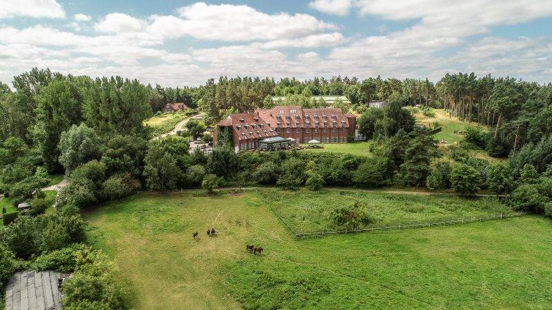 Hotel Bornmühle - Golfplatz und Außenansicht