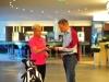 Golfkoordinatorin Grit Breuer berät Gäste